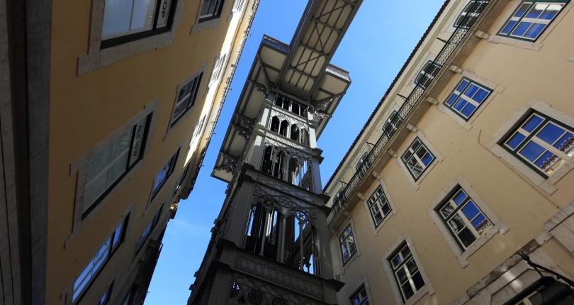 El Tribunal Suprem (TS), declara nul.la les clàusules imposades per algunes empreses de manteniment d' ascensors amb una durada superior a 3 anys.
